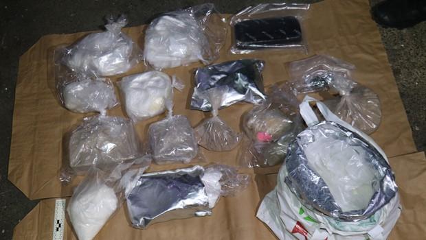 Kriminalisti razkrinkali kriminalno združbo in zasegli za več milijonov evrov drog (foto: PU Novo Mesto/STA)