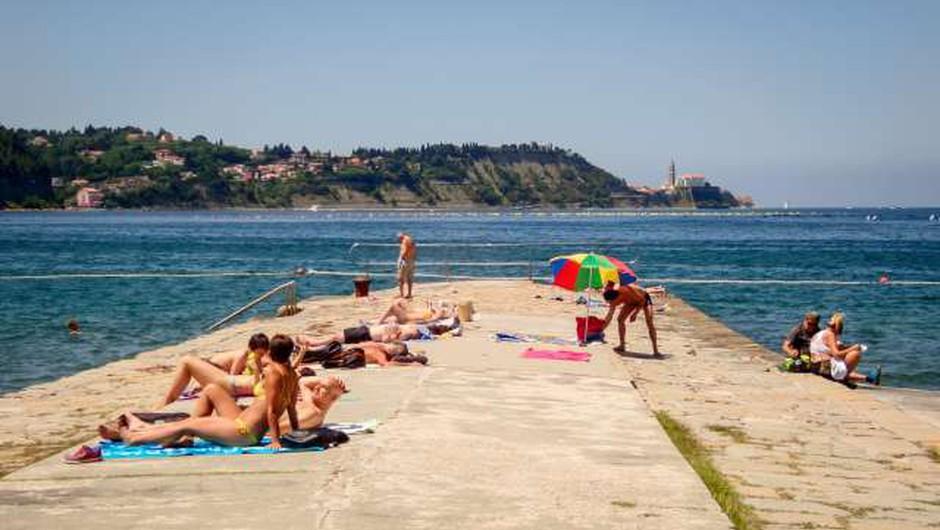 Prebivalci Slovenije lani prvič po letu 2009 večinoma potovali po domači državi (foto: Nebojša Tejić/STA)