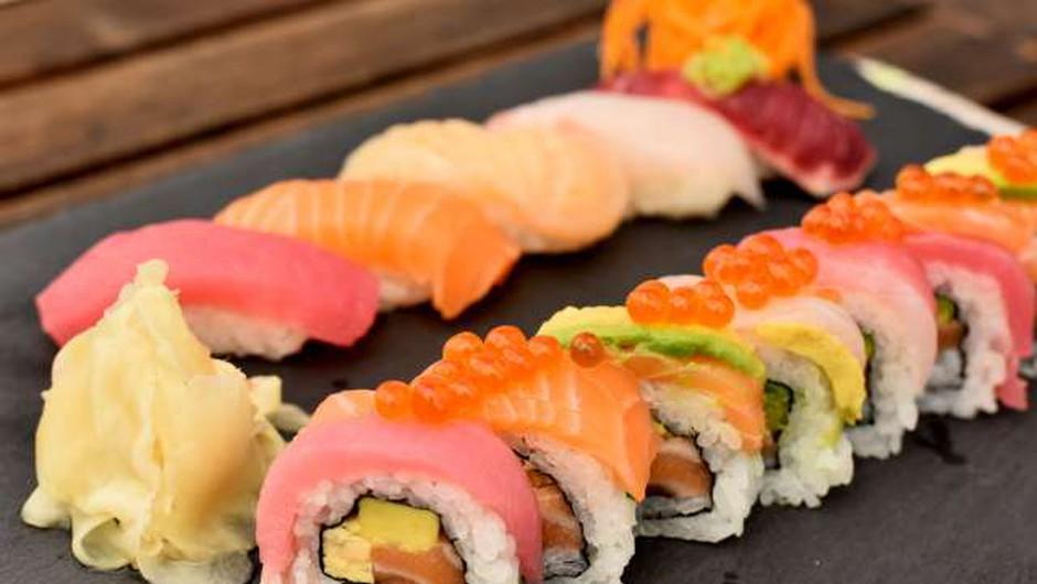 Japonska hrana je lahko tudi vznemirljivo nevarna in draga (foto: Tamino Petelinšek/STA)