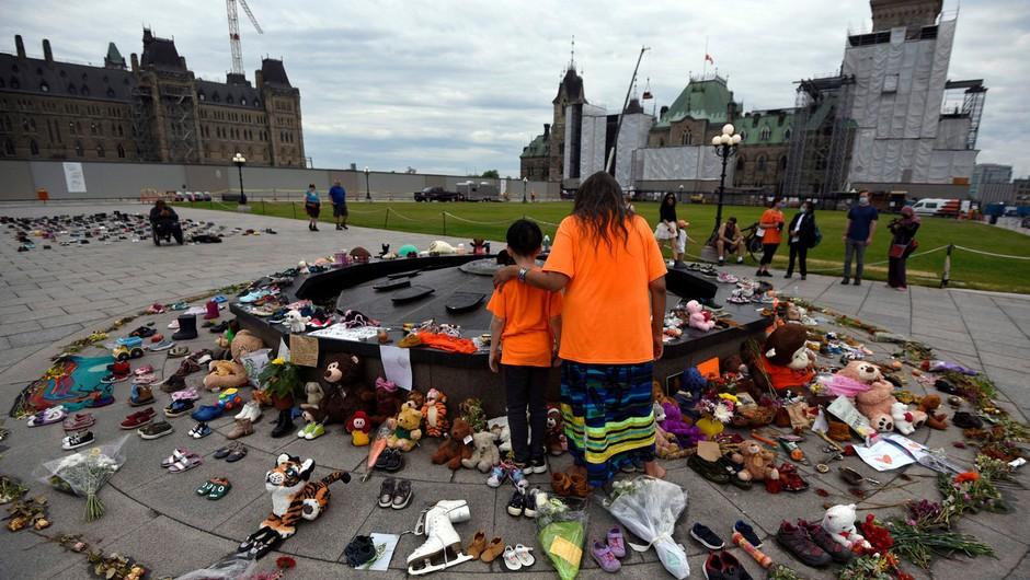 Po odkritju 215 otroških trupel v nekdanjem internatu ZN pozval Kanado in katoliško cerkev k temeljiti preiskavi (foto: profimedia)