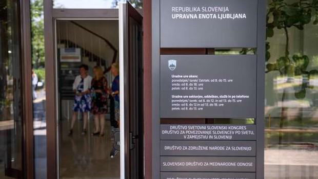 Na spletnih straneh upravnih enot odslej informacije o čakalnih vrstah (foto: Nebojša Tejić/STA)