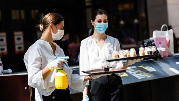 Vedno več gostinskega kadra odhaja v proizvodnjo (foto: Xinhua/STA)