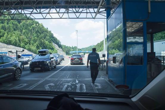 Zaradi zgoščenega prometa na mejnih prehodih s Hrvaško nastajajo kolone