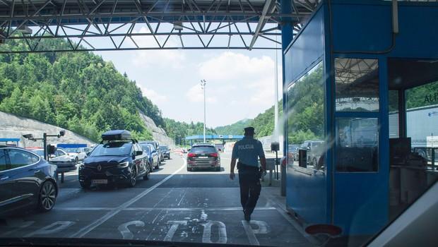 Zaradi zgoščenega prometa na mejnih prehodih s Hrvaško nastajajo kolone (foto: profimedia)