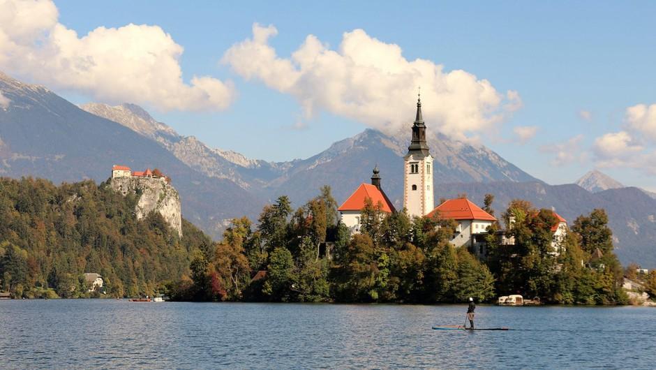 Nesreča a Blejskem jezeru: oseba padla s supa, po oživljanju je v jeseniški bolnišnici (foto: profimedia)