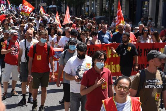 Francozi v 119 mestih množično protestirali proti skrajni desnici