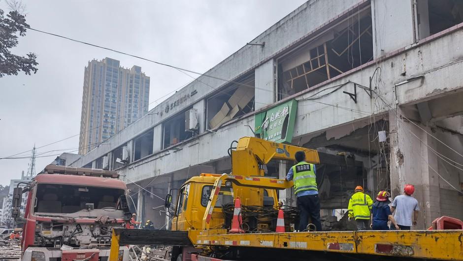 Eksplozija plina v stanovanjski soseski kitajskega mesta Shiyan vzela najmanj 12 življenj (foto: profimedia)