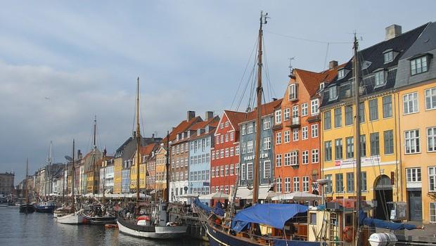 Na Danskem maske obvezne le še na javnem prevozu, za postopno odpravljanje tudi Nemčija (foto: Profimedia)