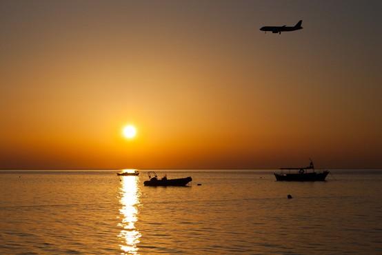 EU bo sprostila omejitve potovanj za potnike iz več držav
