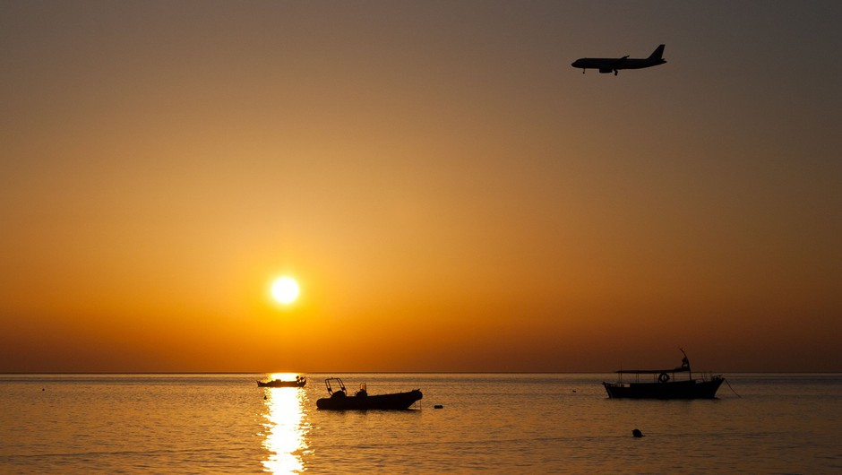 EU bo sprostila omejitve potovanj za potnike iz več držav (foto: Profimedia)