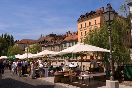 V četrtek v Sloveniji potrdili 88 okužb s koronavirusom, umrla dva covidna bolnika