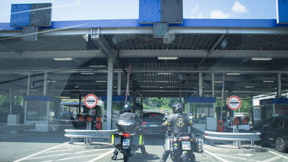 Veljati so začeli novi pogoji za vstop v Slovenijo (foto: profimedia)