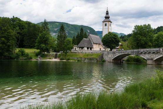 Največja med številnimi slovenskimi jezeri so ledeniškega izvora