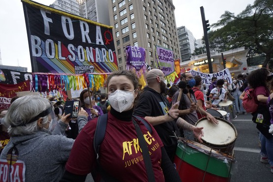 Po ZDA je črni mejnik več kot pol milijona umrlih presegla še Brazilija