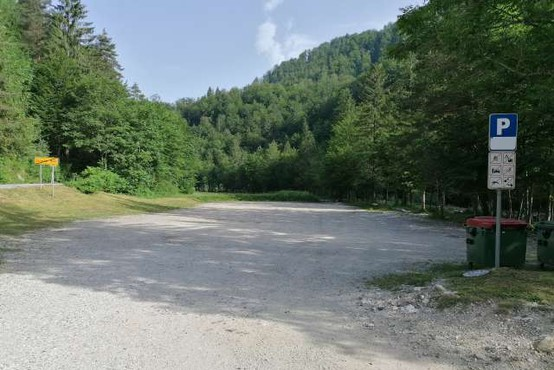 Kopališče v Idrijski Beli v poletno sezono s parkirnino in brezplačnim avtobusom ob koncih tedna