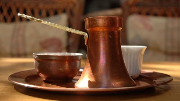 """""""Sčasoma pridejo do zaključka, da delovati nima pomena. No, na Balkanu gredo na kavo!"""" (piše: David Cigoj) (foto: profimedia)"""