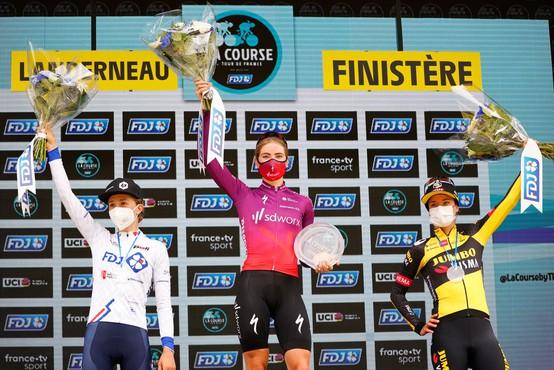 Prvo etapo letošnje dirke po Franciji zaznamovala dva množična padca