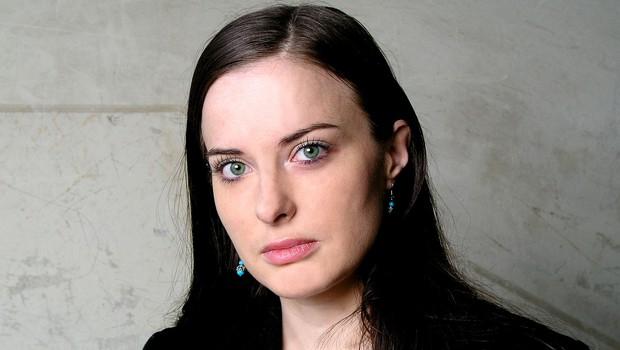 """Irena Svetek """"Nek kriminalec je mojo mamo, ki je bila takrat mlada tožilka, klical Rdeča kapica!"""" (foto: Beletrina)"""