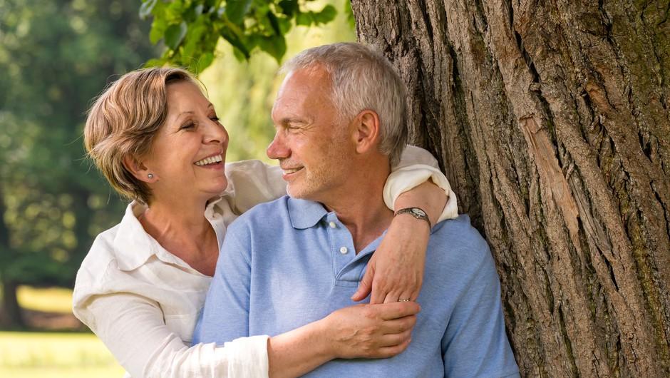 Na računih upokojencev bo poleg junijskih pokojnin tudi letni dodatek (foto: Profimedia)