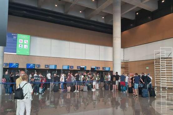 Z novega potniškega terminala brniškega letališča poleteli prvi potniki