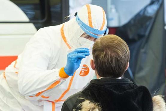 Številne različice koronavirusa se zelo hitro širijo po vsem svetu
