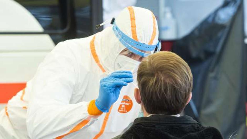 Številne različice koronavirusa se zelo hitro širijo po vsem svetu (foto: Bor Slana/STA)