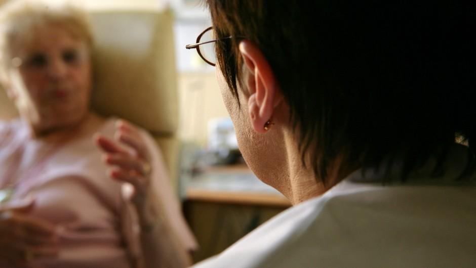 Covid pacienti po akutni fazi zdravljenja v bolnišnici potrebujejo pomoč kliničnih psihologov (foto: profimedia)
