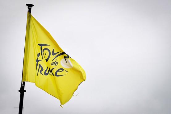 Prireditelji Toura odstopili od tožbe navijačice zaradi povzročitve padca kolesarjev