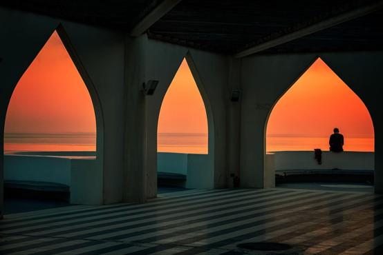 Moč črt arhitekta: ali zakaj me privlači prostor Arabije, misterij prikritega?