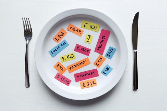 Vse o aditivih v naši prehrani (in zakaj je nevrotično izogibanje odveč)