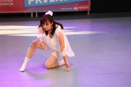 Kaja Ramšak slavila s plesom iz Balladerovega glasbenega videa