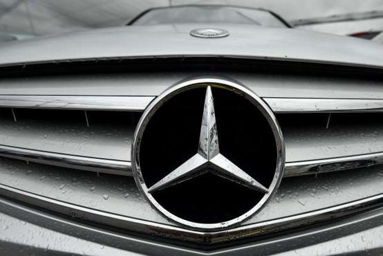 Vozniki Mercedesov s skupinsko odškodninsko tožbo zoper Daimler