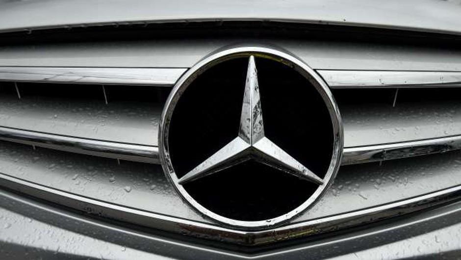 Vozniki Mercedesov s skupinsko odškodninsko tožbo zoper Daimler (foto: Tamino Petelinšek/STA)