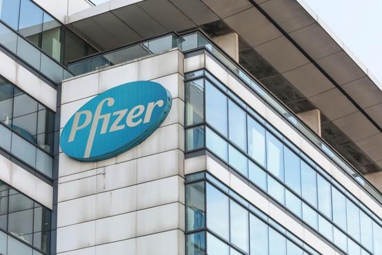 Pfizer in BioNTech predlagata še tretji, poživitveni odmerek cepiva proti novim različicam
