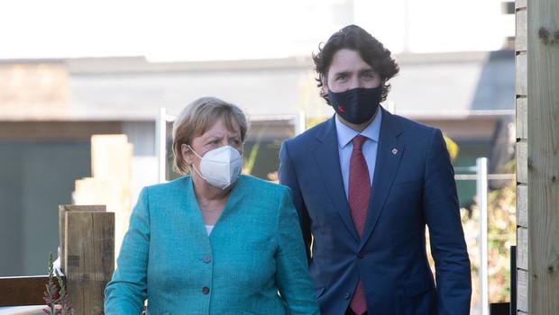 Justin Trudeau in Angela Merkel sta po AstraZeneci v drugo cepljena z Moderno (foto: profimedia)