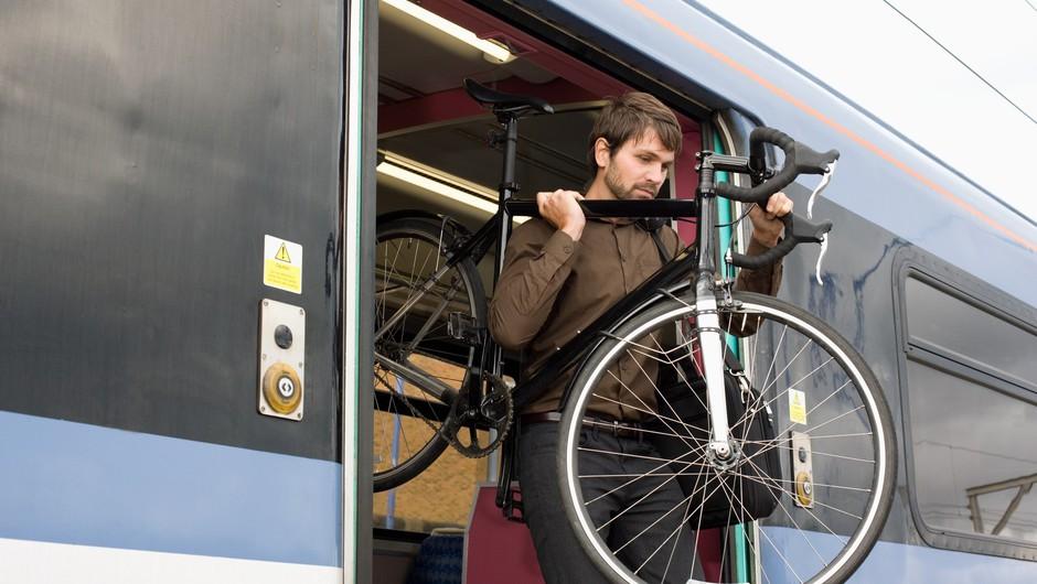 S kolesi po Koroški in širše tudi letos ob podpori vlaka in avtobusa (foto: profimedia)