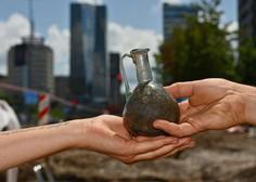 Arheologi na Dunajski cesti našli redko kamnito pepelnico