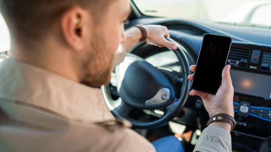 Po novem bo prehitra vožnja stala manj, telefoniranje za volanom pa več (foto: profimedia)