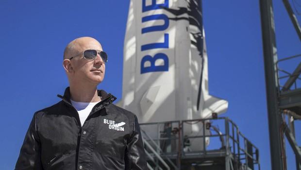 Z Bezosom bosta v vesolje poletela še najmlajši in najstarejša potnica doslej (foto: profimedia)