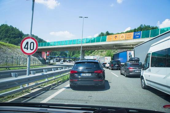 Na večini mejnih prehodov s Hrvaško močno povečan promet