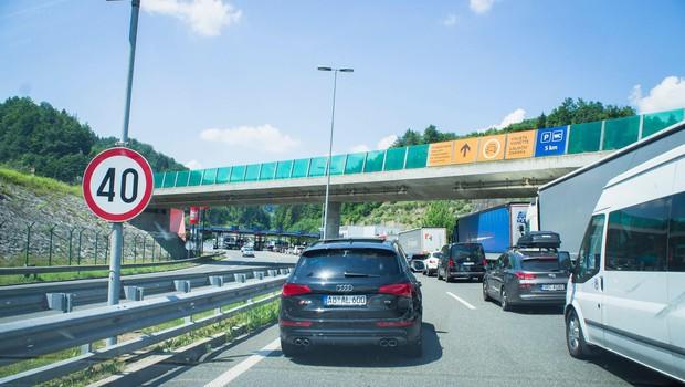 Na večini mejnih prehodov s Hrvaško močno povečan promet (foto: profimedia)