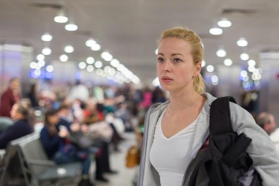 Več sto mladih Italijanov zaradi okužb obtičalo v karantenah na tujem