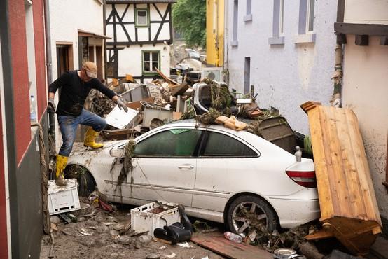 Katastrofalne posledice poplav na severu Evrope terjale najmanj 153 življenj, veliko pogrešanih