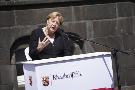 Angela Merkel: Nemščina skorajda nima besed, ki bi opisale razdejanje po poplavah
