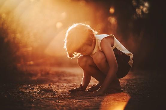 """Otrok z ADHD motnjo psihologu: """"Vi odrasli ste enaki. Samo, da v vašem primeru ni nobenega, ki bi vas kregal!"""""""