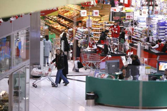 Slovenska trgovina v letu 2020 s 5,7-odstotnim padcem prodaje