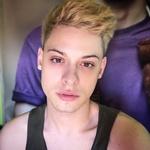 »Sem gej, zraven pa še malo čuden, ker sem drag queen – kraljica preobleke.« (foto: osebni arhiv (Luka Skadi))
