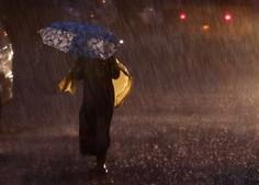 Plazovi in poplave ob monsunskem deževju v Indiji ugasnili  najmanj 112 življenj