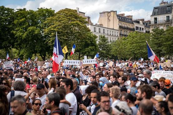 V Franciji in Italiji množični protesti proti poostrenim ukrepom za omejevanje epidemije