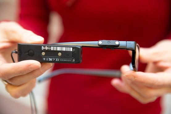 V Avstrijski narodni knjižnici slepim berejo pametna očala